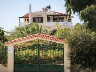 Beautiful 3-bedroom villa with pool near the beach