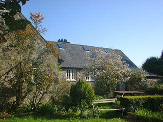 Delightful 2-3 Bedroom Rose Cottage surrounded by glorious gardens at Glasfryn