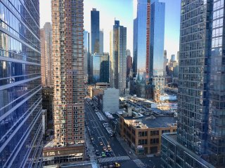 Times Sq - Luxury Oasis  - 3 Bedroom / 3 Bathroom - City + River Views Sleeps 8+