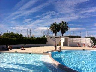 Superbe Rez de jardin dans residence de standing avec piscine