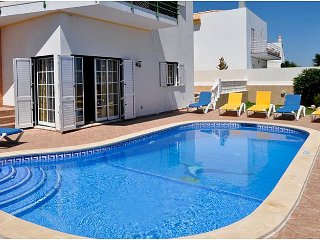 Villa with private pool in walking distance to the Albufeira Strip and Old Town
