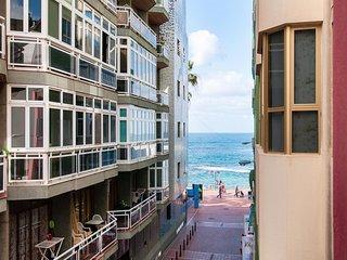 Beautiful Beach Apartment M&B IV by Las Canteras