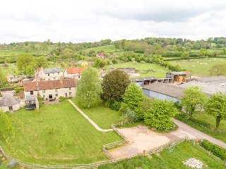 Tanyard Farmhouse - Escape to the country. Spacious Farmhouse with large garden