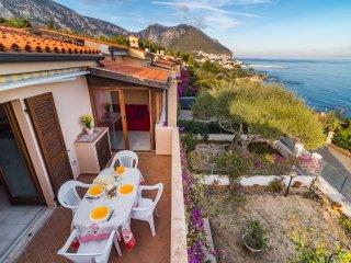 CASA LIMONI:  casa con spettacolare vista e vicinissima mare, 11 persone
