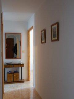 Stor hall med utrymme för många badkassar