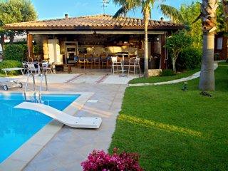 Villa Palme with Pool,  4 Bedrooms up to 14 people, Alcamo Marina, Castellammare