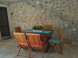 Apartment Cheers-  Three Bedroom Apartment with Garden Terrace