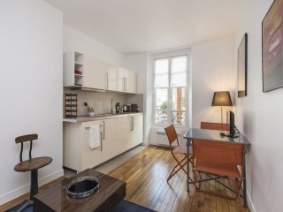 Charming 1 BR Apt - Very close to the EIFFEL TOWER