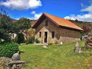 Ref. 11794 Preciosa casa de piedra frente al mar