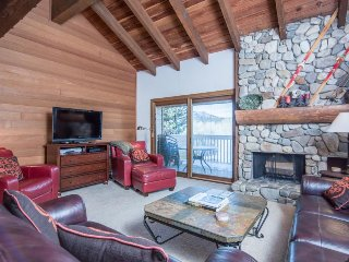 Ski-in/ski-out alpine condo w/prime location, shared pool, hot tub, & tennis!