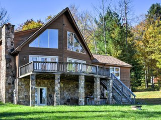 Lakeview Home in Canaan Valley w/ Deck & Hot Tub!