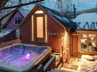 A charming stay in historic Park City - Woodside Cottage