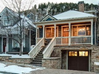 Downtown Park City Home, Private Hot Tub, Walk to Town Lift - Kingswood Cabin