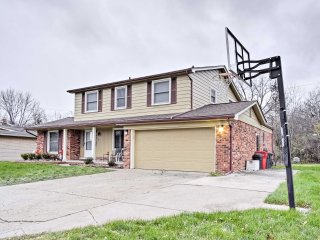 Suburban Detroit Home w/ Porch, Grill & Fire Pit!
