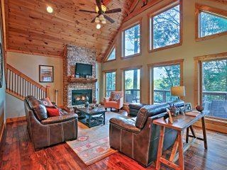 NEW! 4BR Blue Ridge Cabin w/Creek Views & Hot Tub