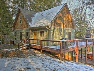 Blue Ridge Cabin w/Wooded Views, Deck & Hot Tub!