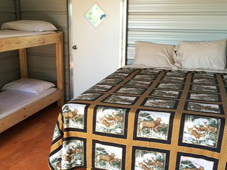 Glamour Camping Cabin, All Linens, Hot Showers, and Stunning Views