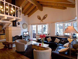 Luxury Chalet With 4 Bedrooms And Shared Wellness Area