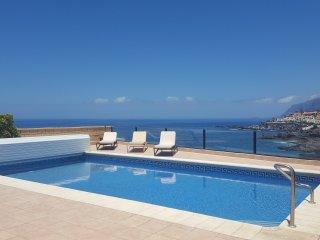 Luxury villa in Los Gigantes