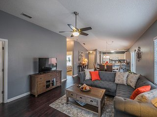 Captivating small dog friendly CYV! Use of complimentary 4 seater golf cart!