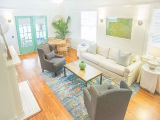Stay with Lucky Savannah: Beautiful home w/ parking, sun porch, King beds!