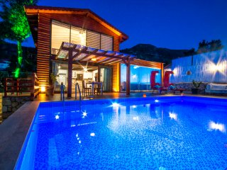 Perfect Secluded Honeymoon Villa Ottoman, Heated Outdoor and Indoor Pool KAV190