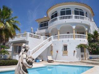 Stunning villa in Cerros Del Aguila