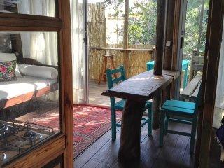 Encantadora cabaña en los bosques de Montoya, muy cerca del mar.