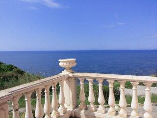 Appartamento sul mare in villa indipendente