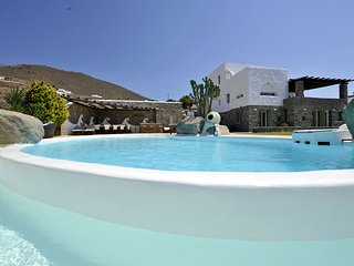 Villa Carmen with private pool and stunning sea view in Parikia