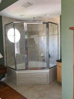 Jacuzzi tub/shower