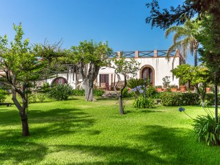 Archirafi Home, a garden few steps from the sea
