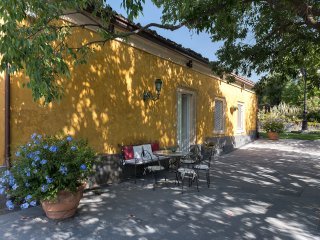 Villa Rocca del Bagolaro, with pool and park on the slope of Mt. Etna