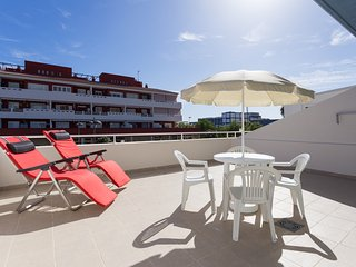 APARTMENT NEAR THE SEA - WIFI - BIG TERRACE - POOL