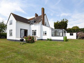 Charming family cottage in a rural location only moments from Chichester Harbour