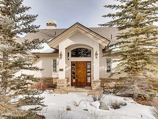 Stately Summerwood 4BR w/ 3 Fireplaces, Sauna & Scenic Deck w/ Mountain Views