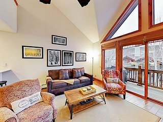 Exclusive Arrowhead 2BR/2BA w/ Heated Pool & Hot Tubs – Walk to the Slopes