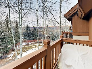 Updated Arrowhead 2BR w/ Pool & Hot Tubs – Walk to the Slopes