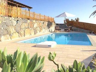 teilen Stilvolles Landhaus mit schönem Pool nahe dem Meer.