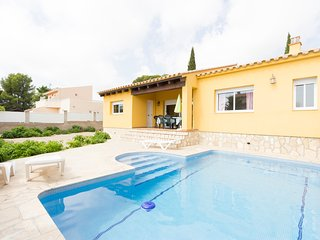 TORD II-Next to the beach, pirvate swming-pool and free WIFI