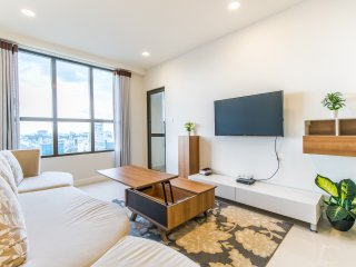 3BR Spacious Luxury Apartment, Free Infinity Rooftop Pool & Gym