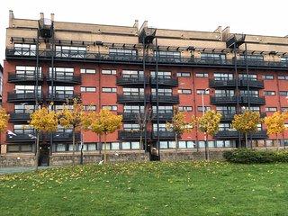 Glasgow City Centre Riverside Apartment