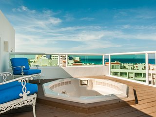 Beachfront Penthouse - Oceanview Private  Jacuzzi - 10 people