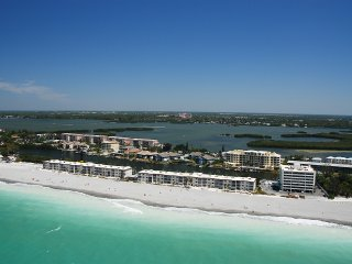 Siesta Key - Beachfront Condo - 2 BR – Free Boat Docks - Turtle Beach