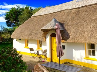 The Dunes, Thatched Cottage, Wexford-Long Sunsets, 70 Steps to the Ocean.