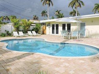 CASA BLANCA 5/4 for 12 heated pool 1.5 Mi to Beach