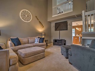 NEW! Charleston Area Townhome - Mins from City!