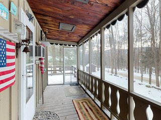 Cozy home in the woods w/ deck, screened-in porch, lake access, & mtn views!