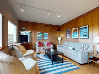 Dog-friendly oceanfront cabin w/ beach access near bars, restaurants, fishing!
