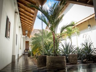 Casa Carina 5 - Central, Spacious, Good Wifi, Comfy Beds, Quiet, Colonial Style